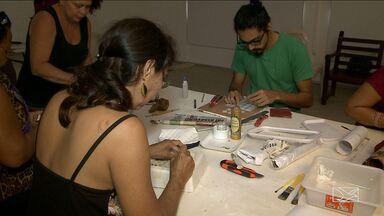 Oficina que está sendo realizada em São Luís (MA) está ensinando como fazer azulejo - Uma oficina que está sendo realizada em São Luís está ensinando como fazer azulejo. Essa arte faz parte da identidade da cidade.