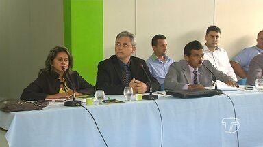 Em Mojuí, adiada votação de aumento de salários do prefeito e secretários - Entre os projetos está o que prevê salário de R$ 14.282 para prefeito.