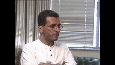 Médium que dizia encorporar Doutor Fritz foi acusado pela ex-mulher - Um médium dizia incorporar o espírito do Doutor Fritz. Rubens Faria Júnior chegou a atender 600 pessoas por dia. Ele prometia curas impossíveis.