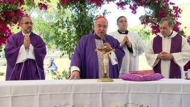 Dom Orani celebra missa em cemitério, em Sulacap, durante homenagens de Finados - Vários cemitérios do Rio tem programação pra data.
