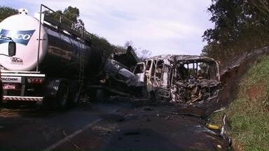 PR-323 não tem prazo de quando deve ser duplicada - No início da semana 20 pessoas morreram em um acidente entre Cafezal do Sul e Altônia
