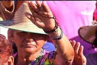 Romeiros de todo o Nordeste lotam pátio da Capela do Socorro no Dia de Finados - Fiéis madrugaram para a primeira celebração do dia.