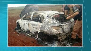 Polícia encontra carro que pode ter sido usado por quadrilha em assaltos a bancos - O veículo estava completamente queimado e foi localizado na zona rural de Itambaracá.