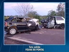 Acidente mata dois homens em Teodoro Sampaio - Colisão ainda deixou mais nove pessoas feridas.
