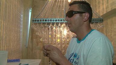 Conheça a história do homem que depois de ficar cego desenvolveu um belo dom - Márcio de Oliveira é um artesão de Guarapuava.