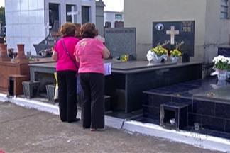 Finados leva familiares aos cemitérios do Alto Tietê - Momento foi de oração e reflexão.