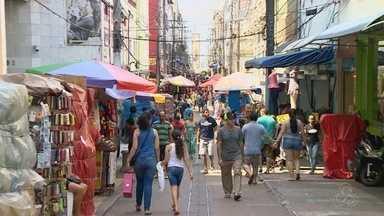 Comércio tem movimentação tranquila no feriado, em Manaus - Público que escolheu fazer compras nesta quarta-feira (2) não se arrependeu.