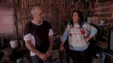 Em São Paulo, Regina começa a contar a história da família de Adalberto - o mecânico paulistano apresenta sua casa e fala um pouco sobre sua vida