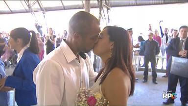 """Acompanhe a hora do """"sim"""" de 298 casais que participaram do casamento coletivo - O momento tão especial para estes casais foi mostrado ao vivo no Paraná TV"""