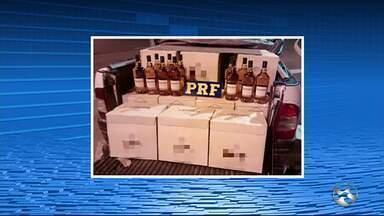 Polícia apreende carga de 500 litros de whisky sem nota fiscal em Garanhuns - Jovem disse que bebidas seriam levadas para casamento, segundo PRF.