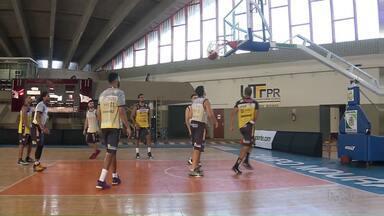 Time de basquete de Campo Mourão está pronto para a estreia no NBB - O jogo é neste sábado, às quatro da tarde, contra o Sorocaba e o Campo Mourão é o único representante paranaense na principal competição do basquete brasileiro.