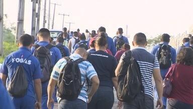 Terceirizados de refinaria em Manaus paralisam atividades - Trabalhadores cobram aumento salarial.