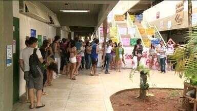 Estudantes da Ufes ocupam prédio do campus de Alegre, Sul do ES - Alunos protestam contra a proposta da PEC que limita gastos públicos.Cerca de 70 manifestantes dormiram no local na madrugada desta sexta (11).