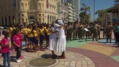Marco Zero recebe ato contra a intolerância religiosa - Representantes de diferentes religiões participaram da manifestação, que contou com apresentação da Banda da Polícia Militar e da Orquestra de Câmara do Alto da Mina.