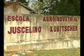 Alunos e professores foram assaltados dentro da escola JK - A suspeita é que dois alunos tenham facilitado a entrada de bandidos.