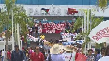 Servidores e estudantes de RO protestam contra PEC que limita gastos públicos - Ato foi feito nesta sexta-feira (11) em Rondônia.