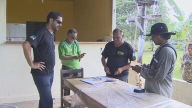Policiais ambientais notificam invasores de área de conservação em Porto Velho - Família têm 30 dias para sair do local.