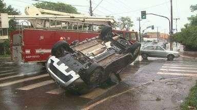 Motorista fica ferido após colisão entre carros em avenida de Ribeirão Preto, SP - Acidente aconteceu no cruzamento da Avenida Via Norte com a Rua Pernambuco.