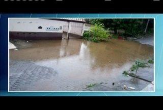 Chuva deixa ruas alagadas em Governador Valadares - Telespectadora mandou fotos da situação de uma via.