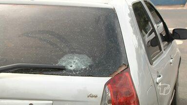PM à paisana reage a assalto e três suspeitos são presos em Santarém - Policial foi abordado na rua; ele atirou no carro onde os criminosos estavam.