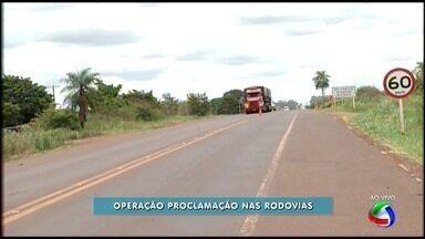 Inspetor da PRF em Dourados fala sobre fiscalização da operação Proclamação - Desde sexta-feira (11), a operação Proclamação é realizada nas rodovias federais, por causa do feriado prolongado. A fiscalização foi intensificada. A operação segue até quarta-feira (16) em todas as rodovias federais de Mato Grosso do Sul.