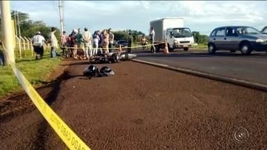 Motociclista morre após ser atingido por carreta em Ourinhos - Um motociclista de 26 anos morreu na quarta-feira (16) à noite em Ourinhos (SP) depois de se envolver em um acidente na rodovia Raposo Tavares, perto do trevo da Vila São Luís.