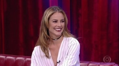 Paolla Oliveira comenta curiosidade sobre seu nome - A atriz acabou sendo batizada pelos pais de Caroline Paolla