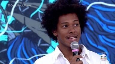 Danilo Ferreira sofreu preconceito por ser negro e nordestino - Ator conta como trabalhou a autoestima para se aceitar e elogia a atitude de Ana Black, que publica vídeos contra o racismo na internet