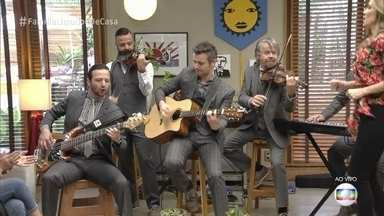 Família Lima abre o 'É de Casa' com música e animação - Apresentadores e convidados se divertem ao som de 'Guilherme Tell'