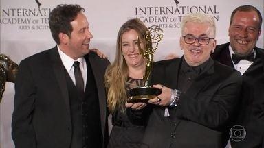Mauro Mendonça Filho comenta prêmio do Emmy para 'Verdades Secretas' - Diretor parabeniza toda a equipe da novela, que foi a grande vencedora do prêmio, entregue na noite de segunda (21/11) nos Estados Unidos