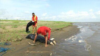 Bombeiros acham corpo de desaparecido após naufrágio de balsa no rio Amazonas - Corpo ainda não foi identificado e deve ser levado ao IML de Santarém.