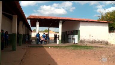 Bandidos invadem escola e fazem arrastão durante aula - Bandidos invadem escola e fazem arrastão durante aula