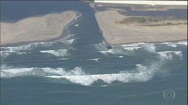 Japão suspende alerta de tsunami após forte tremor - Maior onda registrada media 1,4 metro, provocada pelo forte terremoto de magnitude 7,4. Moradores do nordeste do país buscaram abrigo.
