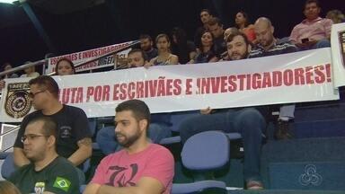 Policiais Civis protestam na ALE-AM por reajuste de salários - Eles reivindicam pagamento da 3ª parcela de um reajuste salarial aprovado em 2014.