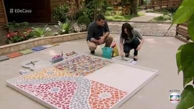 Anne construiu sozinha piscina em formato de piano no quintal de casa - Convidada usa sobras de cerâmica para fazer piso de mosaico