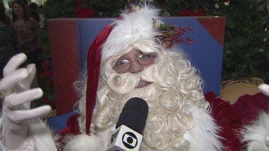 Papai Noel é recebido com show e festa no Shopping Miramar, em Santos - Ele ficará no local até a véspera de natal para receber as cartinhas das crianças.