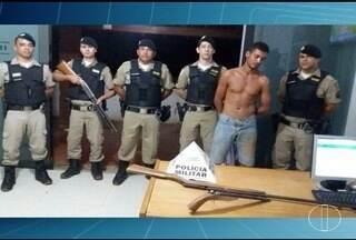 Foragido da Justiça é preso com armas após agredir esposa em MG - Com medo, mulher saiu de casa com os quatro filhos.