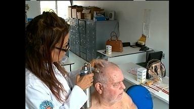 Mutirão de atendimento contra o câncer de pele - No dia C, de combate ao câncer de pele, a população passou por exames de graça no Centro de Especialidades.