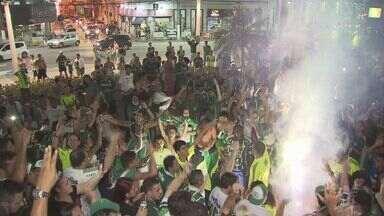 Torcida do Palmeiras segue comemorando título do Campeonato Brasileiro - Vitória contra a Chapecoense decretou a conquista palmeirense.