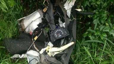 Motorista morre após batida com caminhão na PR 323 - O acidente aconteceu no fim da tarde desta segunda-feira, 28, em Cianorte. O homem de 34 anos dirigia uma perua, que bateu de frente com um caminhão.
