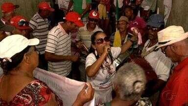Trabalhadores sem-terra acampam na Praça Sinimbu, em Maceió - Eles pedem por melhorias na reforma agrária e cobram segurança para aposentados.