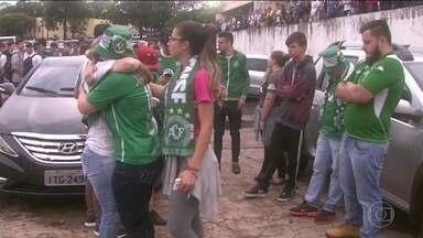 Muita comoção e tristeza em Chapecó com acidente fatal do time da Chapecoense - Muita comoção e tristeza em Chapecó com acidente fatal do time da Chapecoense