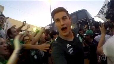 Jogadores falam da alegria pela final em vídeos antes da viagem - Imagens foram feitas ainda no Aeroporto de Guarulhos. O zagueiro Filipe Machado, que morreu na tragédia, gravou depoimento.