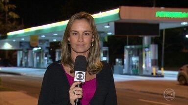 Petrobras aumenta o preço da gasolina e do diesel nas refinarias - Seguindo a nova política de preços que acompanha o mercado internacional, a Petrobras anunciou nesta segunda (5) um aumento do preço da gasolina e do diesel nas refinarias.