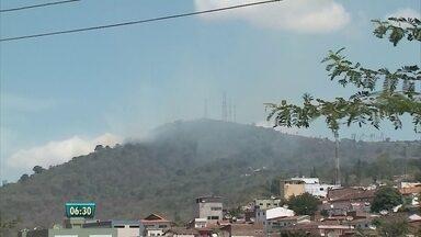 Incêndio tem destruído parte da vegetação de Taquaritinga do Norte - Os incêndios podem ter sido causados pela queima de lixo e entulhos