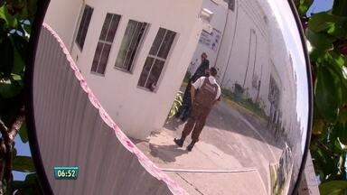 Centenas de pessoas foram prejudicadas por invasão a prédio do TRT - Um grupo tentou arrombar o caixa eletrônico que fica no edifício. Os suspeitos danificaram os sistemas do local