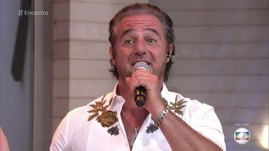 Paolo está na trilha sonora de 'Sol Nascente' - Cantor italiano está no Brasil desde os 10 anos e interpreta 'O Sole Mio' no palco do 'Encontro'