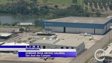 Embraer paga abono aos trabalhadores da planta em São José - Cada um vai receber R$ 4 mil.