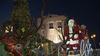 Natal: 'Vila Noel' é inaugurada no Centro Histórico de Salvador - O espaço tem presépio gigante, portais iluminados e a casa do Papai Noel.