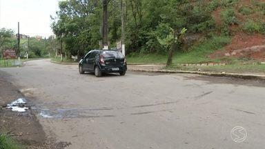 Pela terceira vez, RJTV mostra problema de falta de sinalização nas ruas de Penedo, RJ - Prefeitura de Itatiaia prometeu resolver o problema.